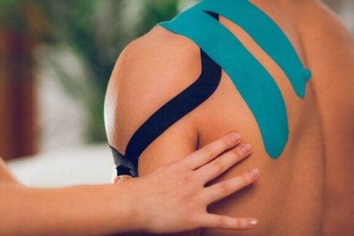 Hoe je op de juiste manier kinesiologie-tape gebruikt