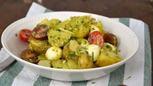 Kip- en pesto aardappelen uit de oven