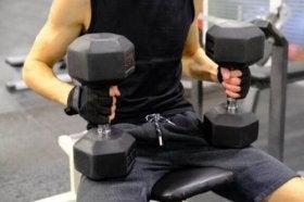 Hoe je de single-arm Larsen press onder de knie kunt krijgen