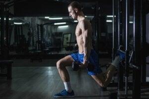 Bulgaarse squat met gewichten