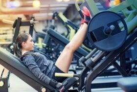 Incline leg press machine voor slanke dijbenen
