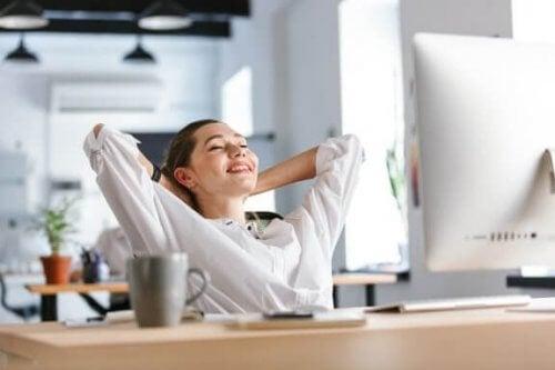 4 rekoefeningen op het werk tegen vermoeide spieren