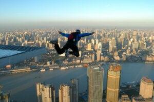 Basejumpen met een parachute