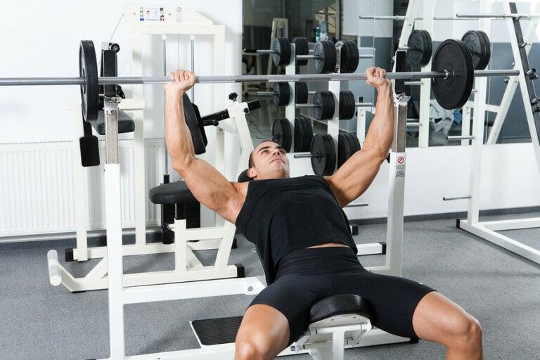Variaties in je lichaamshouding bij de bench press