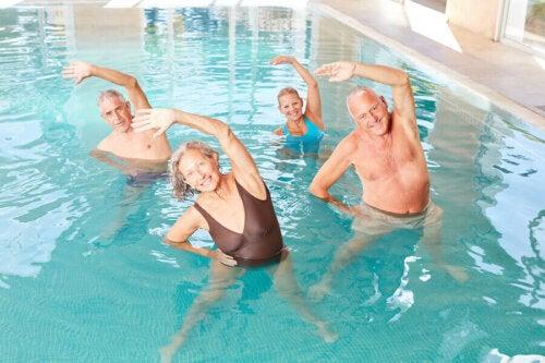 Aquafitness en aquagym: verschillen en voordelen