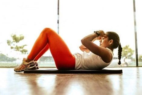 CrossFit-oefeningen die je thuis kunt doen