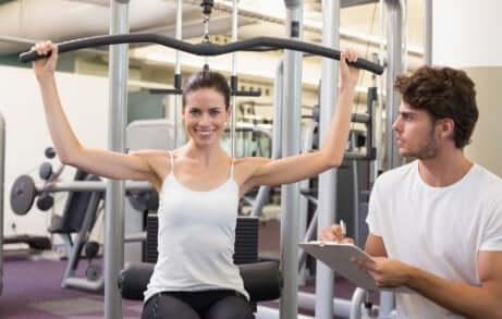 Vrouw krijgt dagelijkse motivatie van haar trainer