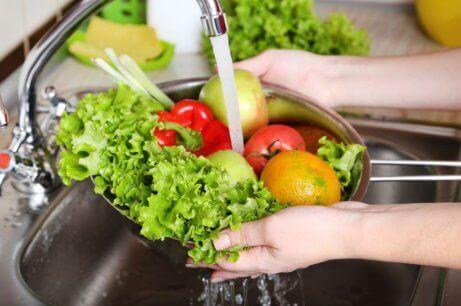 Vers fruit en groenten wassen