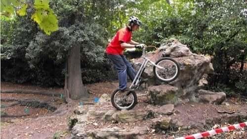 Fietsen op een mountainbike