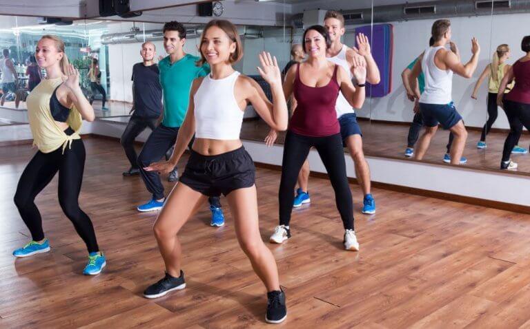 zumba, taniec w grupie, trening ABS
