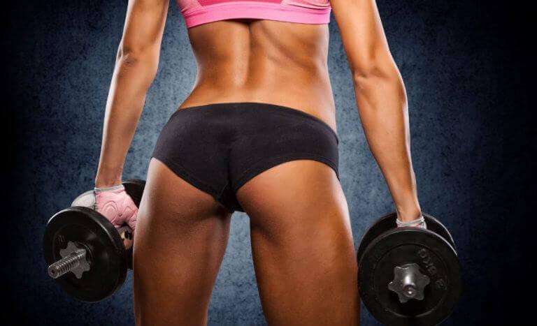 Kształtne pośladki kobiety a proteiny w budowaniu mięśni