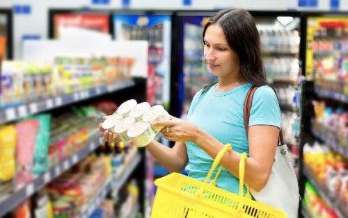 Żywność przetworzona: którą można włączyć do diety?
