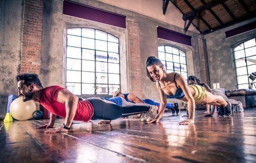 Mięśnie klatki piersiowej - ćwiczenia bez przyrządów