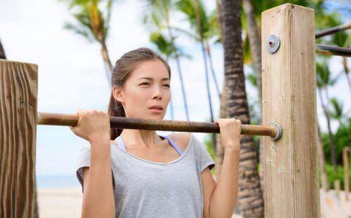 Podciągnięcie się na drążku - 5 ćwiczeń, które Ci pomogą