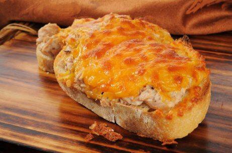 tuńczyk - chleb z tuńczyka