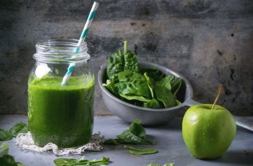 Zielone smoothie oraz jabłko i szpinak