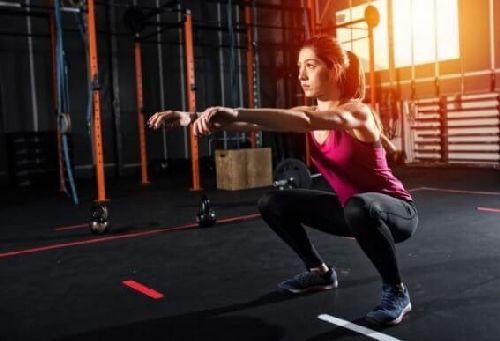Ćwiczenia mięśni nóg i pośladków bez dodatkowego sprzętu