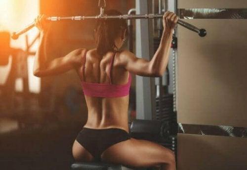 Jak wzmocnić plecy - 4 najlepsze ćwiczenia