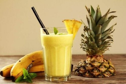 Koktajl z banana i ananasa