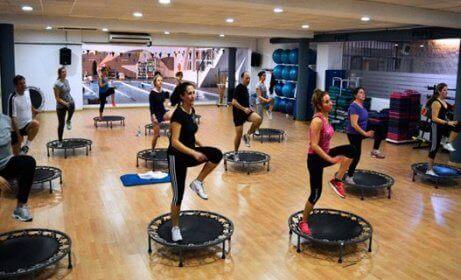 trampoliny, power jump - zajęcia na siłowni