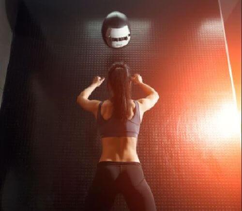Piłka lekarska - odbijanie o ścianę