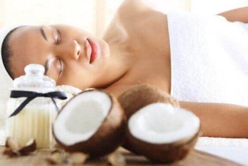 Olej kokosowy - korzyści płynące z jego stosowania