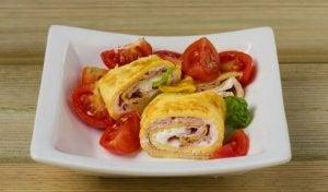 rolka omletowa z szynką,serem i ziemniakami