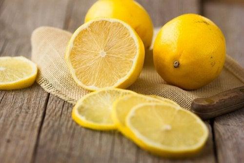 Cytryna - 5 powodów, dla których warto ją jeść
