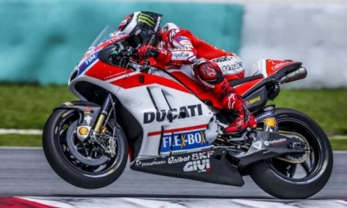 motocyklista na Ducati