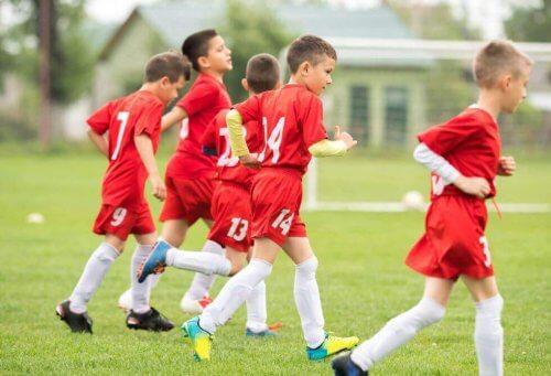 chłopcy na boisku - metody treningowe