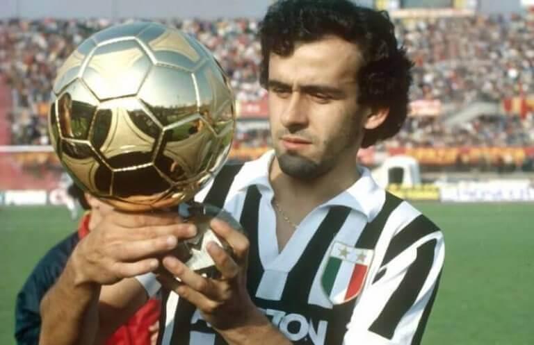 Platini trzymający Ballon d'Or