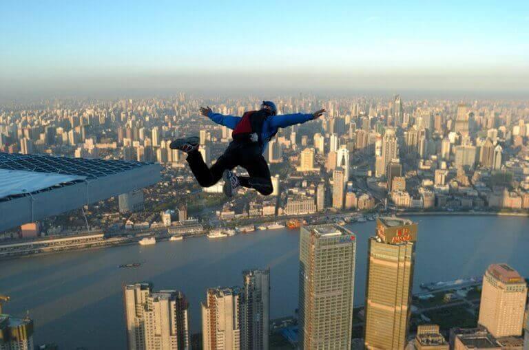 BASE jumping - niebezpieczne sporty