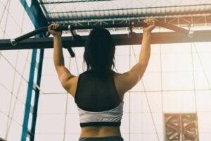 Podciąganie na wzmocnienie mięśni pleców