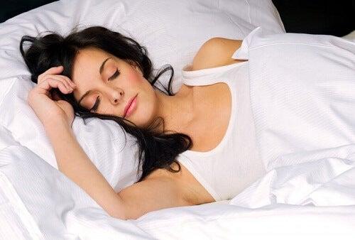 Jak spalać tłuszcz podczas snu: kilka porad
