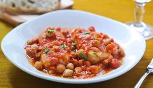 Ciecierzyca z pomidorami