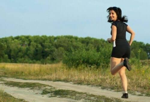 Bieganie trailowe: jak zacząć biegać w terenie?