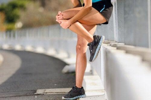 Ćwiczenia zmniejszające ból kolana - poznaj 4 najskuteczniejsze