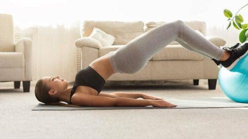 Ćwiczenia na tył ud – najlepsze propozycje