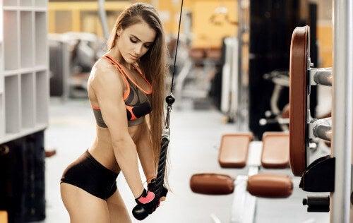 Ćwiczenia ramion dla kobiet - najlepszy program