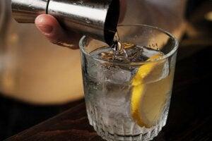 Drink z cytryną, alkohol