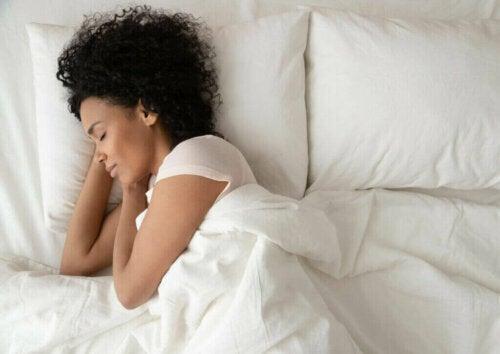 Jak spalić więcej kalorii w czasie snu?