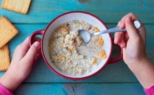 Owsianka na śniadanie: dlaczego warto ją jeść?