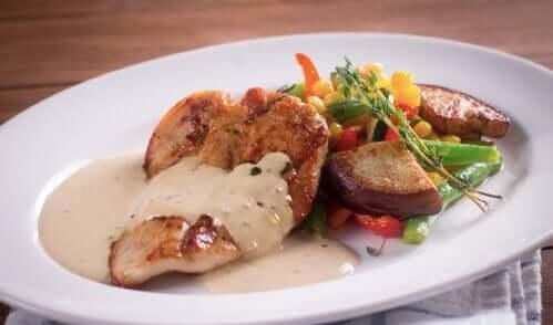 Sos musztardowy idealny do kurczaka – zdrowy przepis
