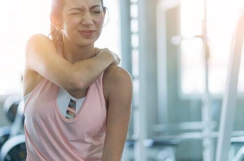 Szkodliwe ćwiczenia na siłowni – uważaj na nie!