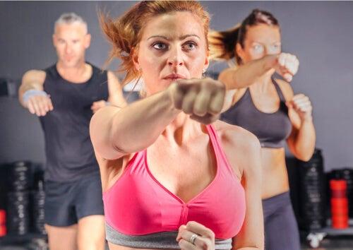Body Combat ćwiczenia w grupie