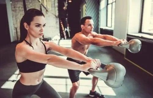 Ćwiczenia z kettlebellem na wzmocnienie całego ciała