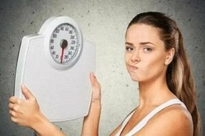 kobieta z wagą