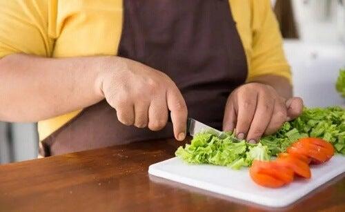 Czy jedzenie wspomaga usuwanie nadmiaru tkanki tłuszczowej?