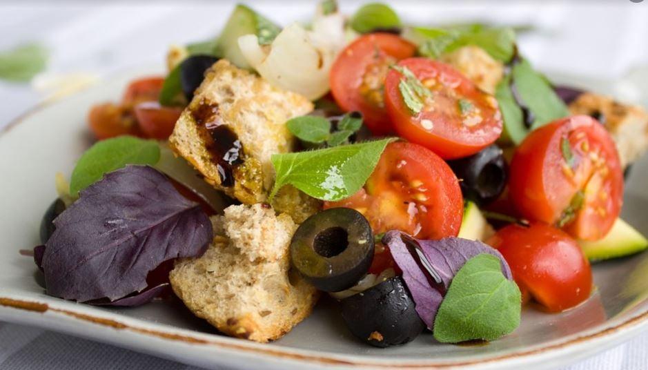 Salada com pão