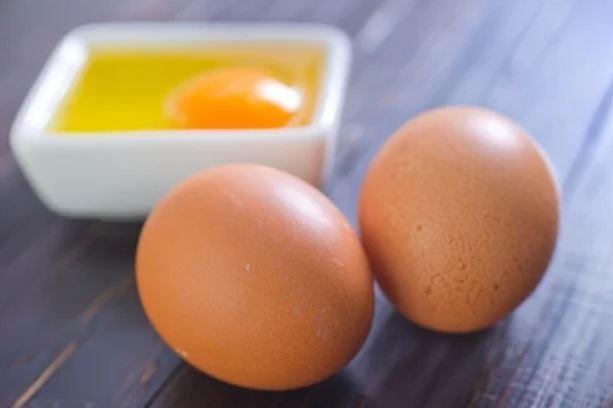 Ovos inteiros e quebrados
